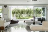 Sala de estar integrada com área externa