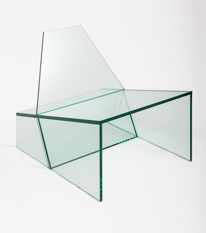"""Poltrona Hum - Zanini de Zanine """"A poltrona Hum nasceu do conceito da simplicidade, usando a geometria aplicada em formas. A inspiração veio do cotidiano, caixas e engradados de fruta utilizados na feira livre"""""""