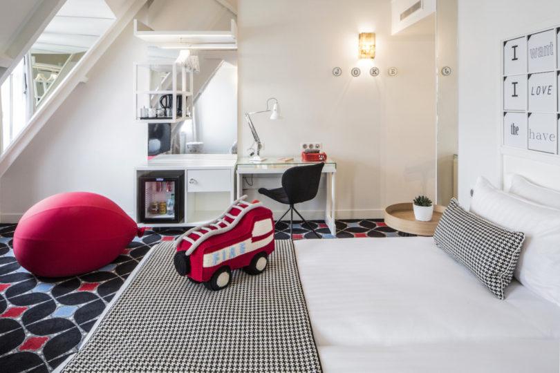 8-joke-hotel-paris