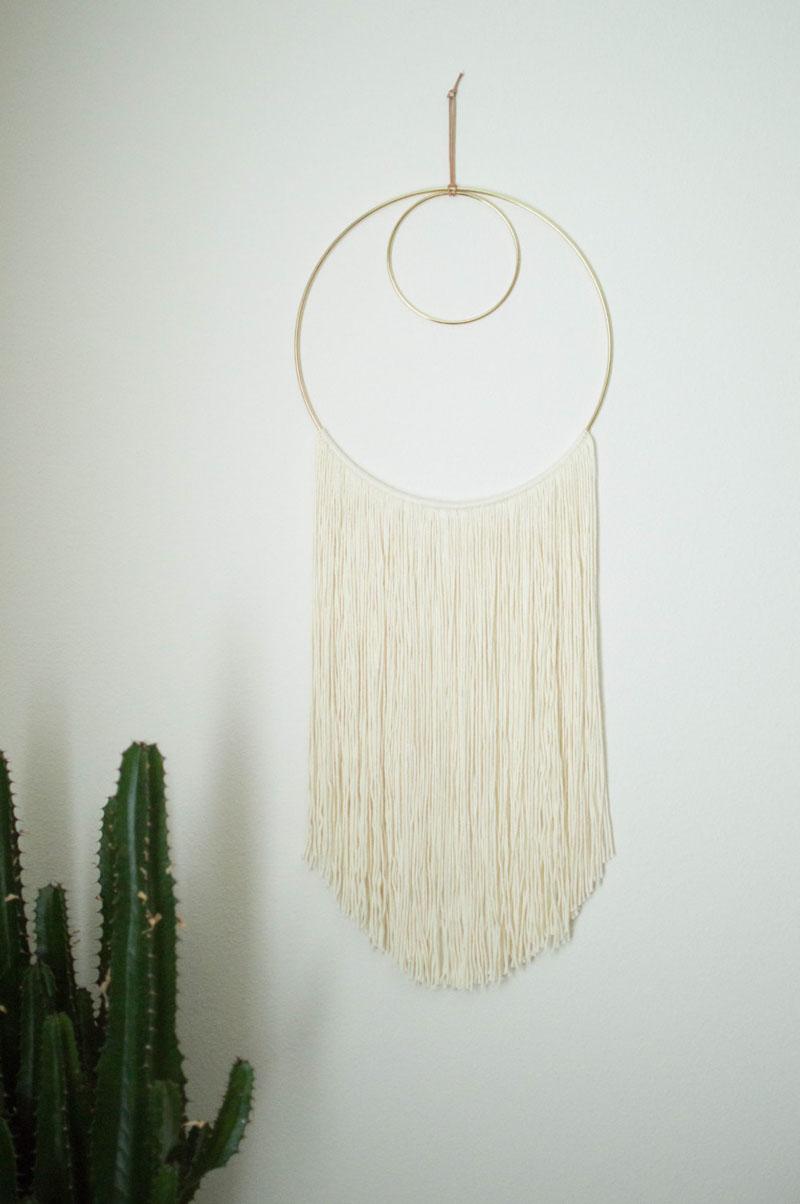 Parede do quarto decorada com fibra