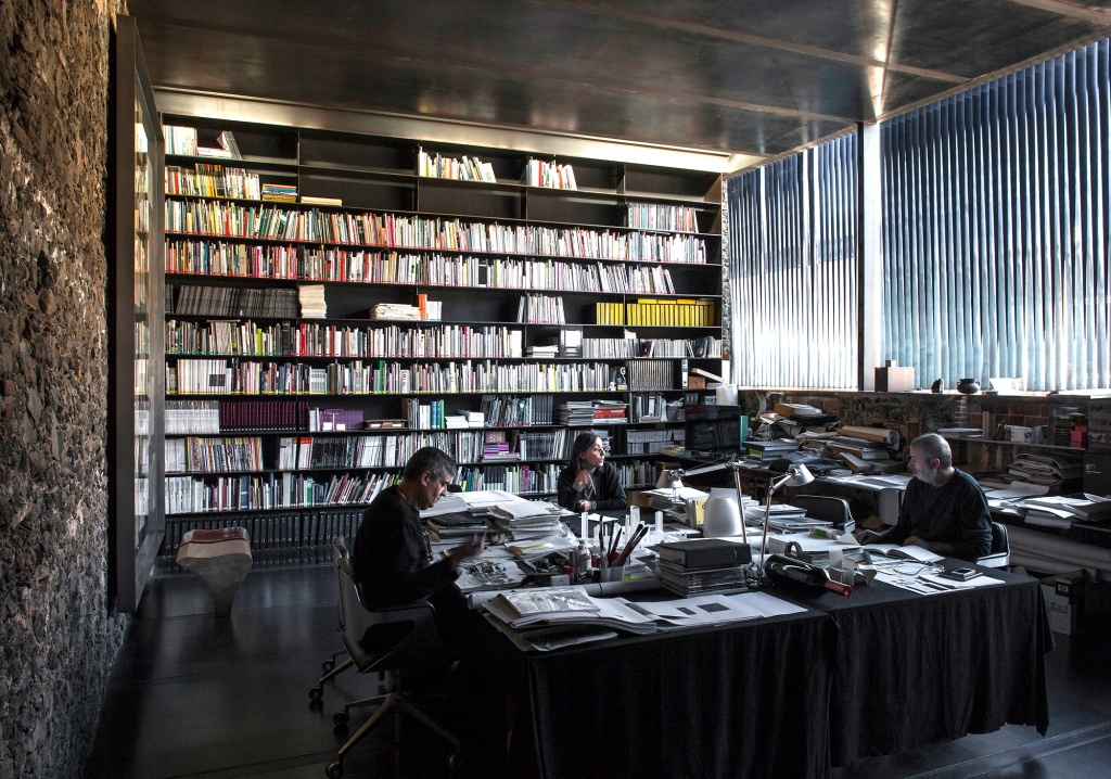 Da RCR Arquitetura, o projeto Barberí Laboratory (2008) foi realizado em  Olot, Girona, Espanha.