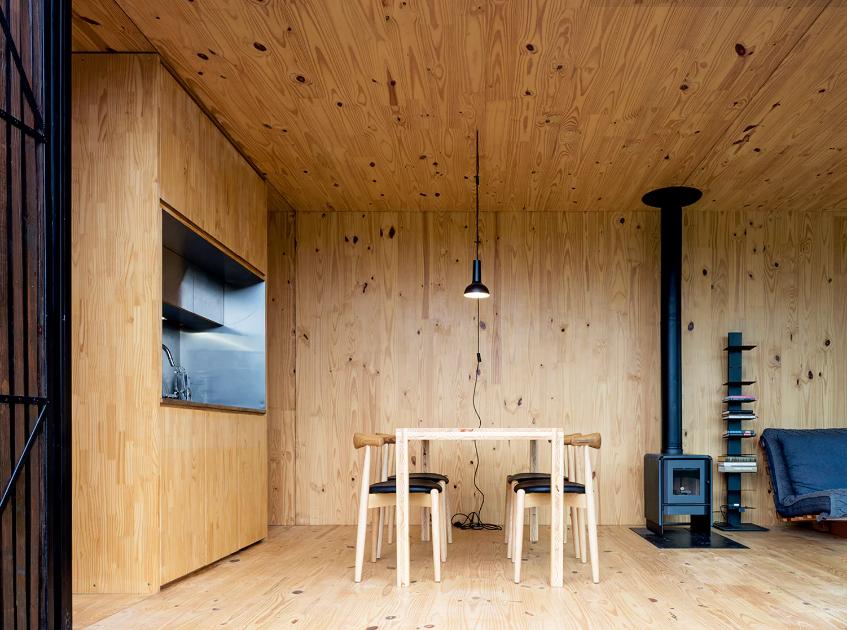 Sala de jantar de casa pré-fabricada