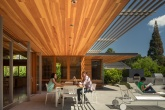 área externa minimalista e sustentável