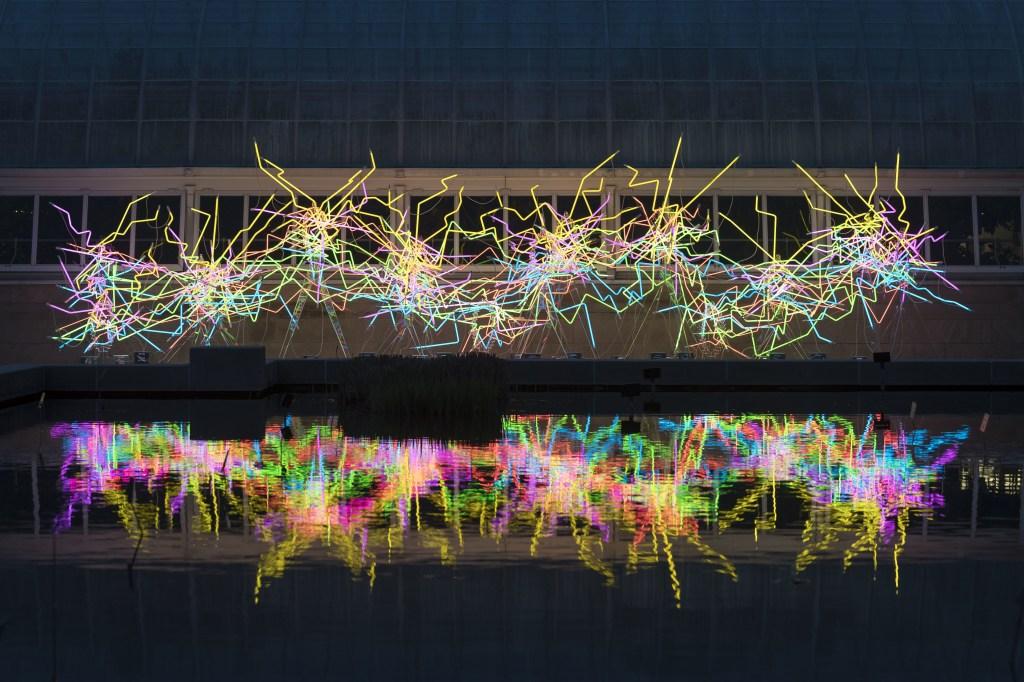 Dale Chihuly expõe peças maravilhosas feitas com vidro