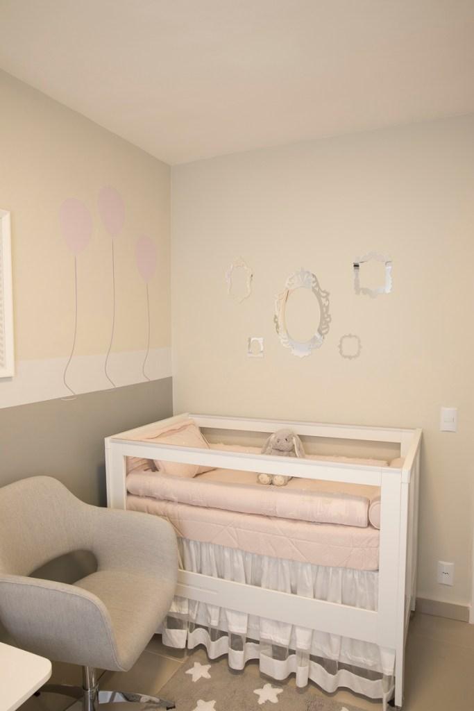 Quarto de bebê com cores neutras