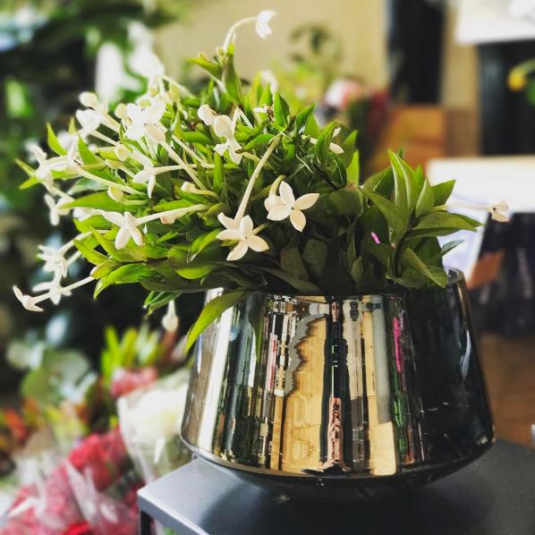 Arranjo de flores com Bouvardia