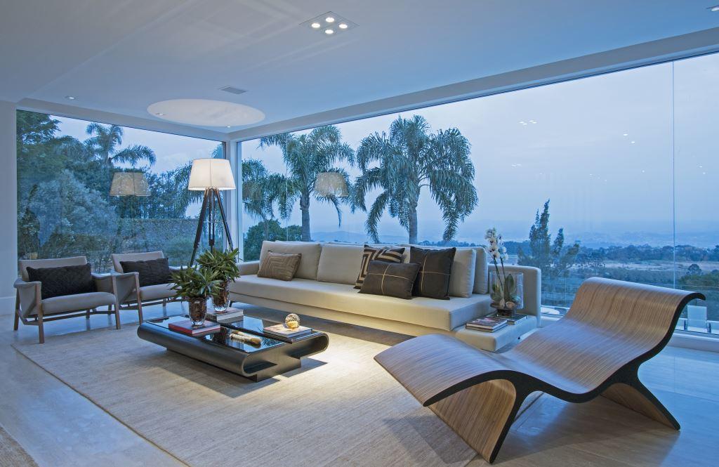 Sala com paredes de vidro