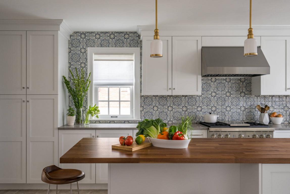 Cozinha decorada com backsplash e azulejos