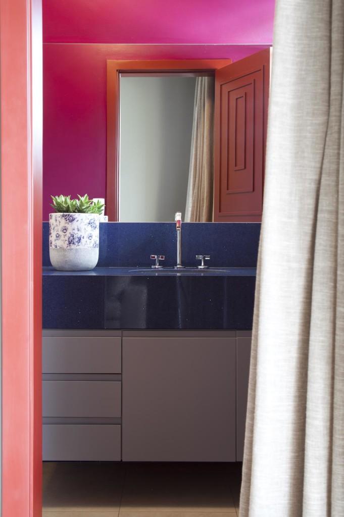 Lavabo com tons de rosa e azul