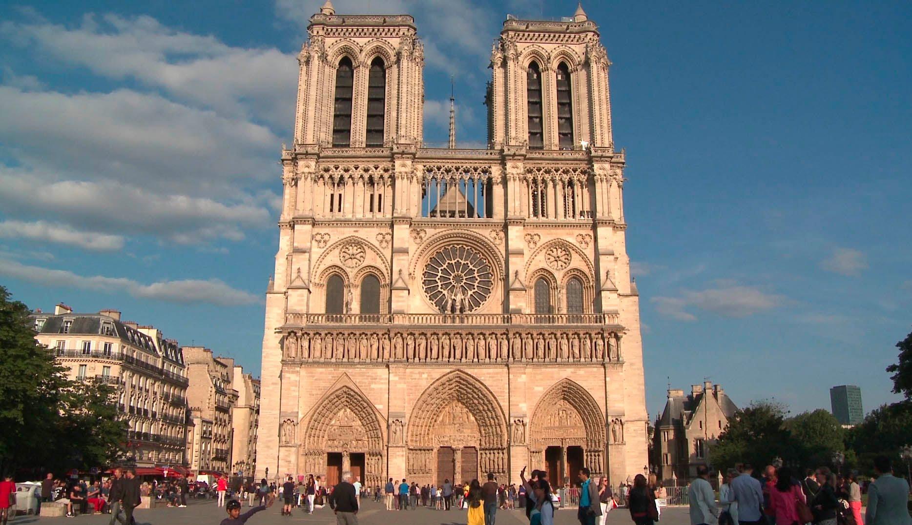 Governo francês corta verba para reforma de Notre-Dame | CASA CLAUDIA