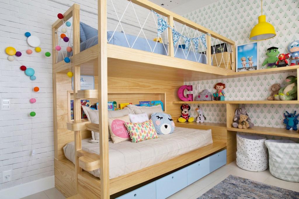 Cama beliche em quarto infantil