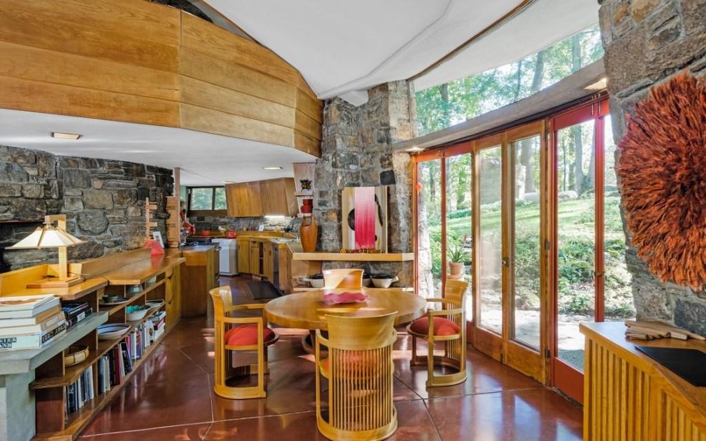 Assinada pelo arquiteto americano (1867-1959), a Sol Friedman House conta com 200 metros quadrados e custa 1,5 milhões de dólares