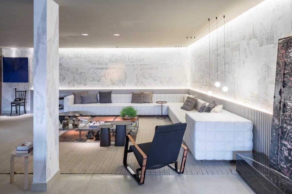 Studio Gourmet com sofá branco