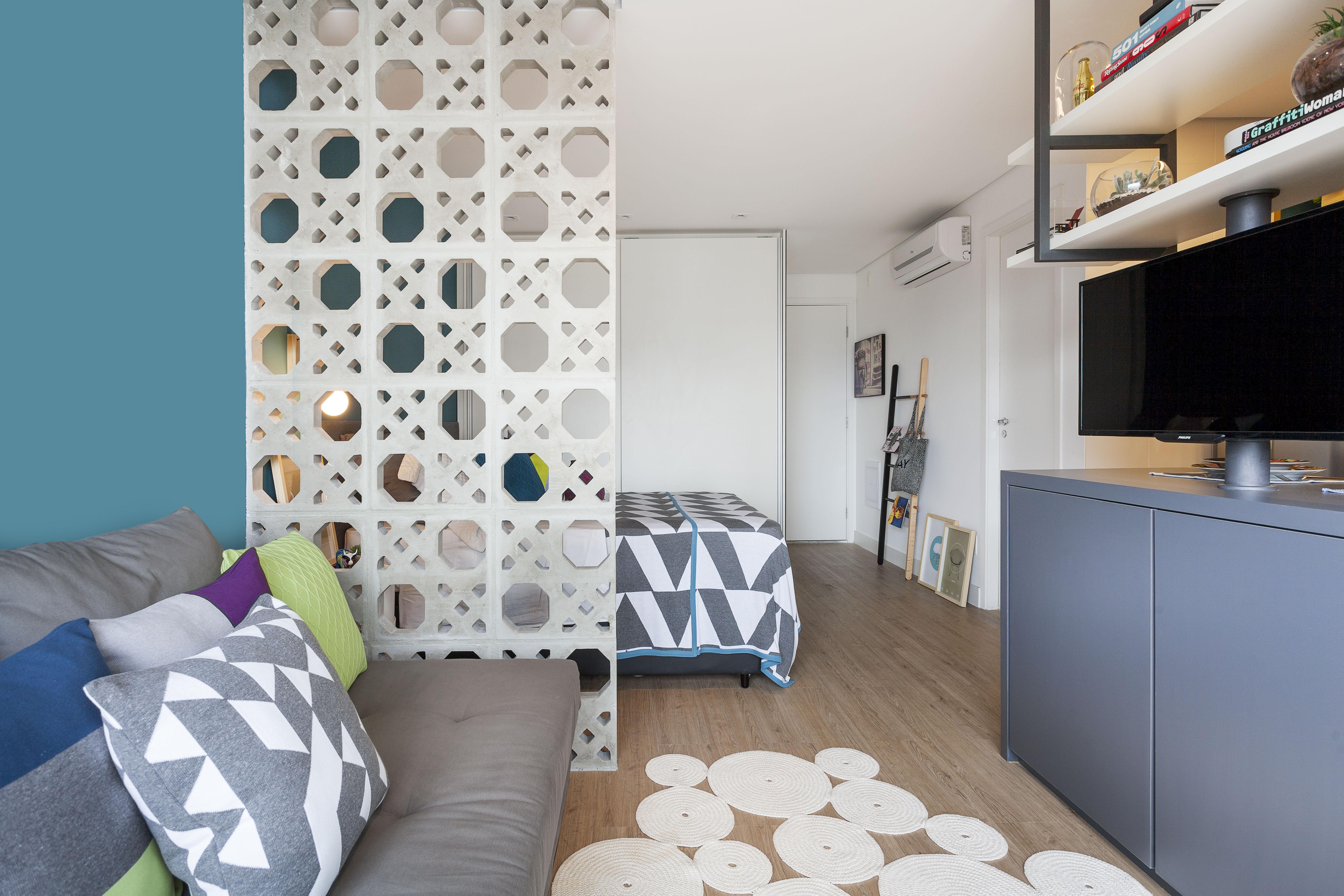 Apartamento de 35 m² com pegada industrial e muita cor