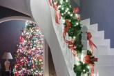 Do tradicional ao escandinavo: confira maneiras diferentes de decorar a árvore neste Natal