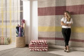 A designer lança a Plaid, a nova coleção de tapetes da Square Foot, que chega num mix de amarelo e vermelho