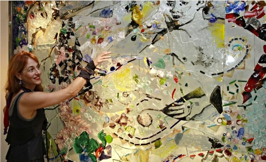 No bairro do Butantã, o ateliê da artista plástica Debora Muszkat – dedicada a estudos e pesquisas sobre o vidro desde os anos 80 – passará a abrigar o Instituto Debora Muszkat.