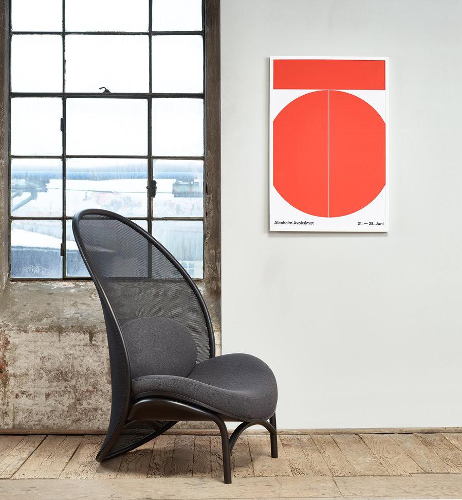 Produzida por meio de um processo manual de curvatura da madeira, a peça será exposta na IMM Cologne