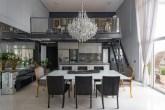Área social integrada com home office no mezanino