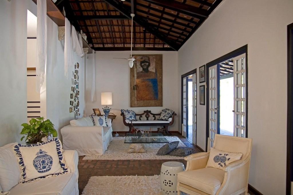Casa baiana histórica tem peças do artesanato brasileiro