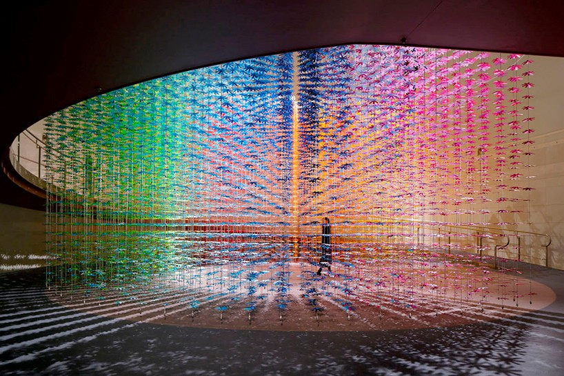 Instalação colorida em Tóquio