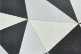 O Papel de Parede Vinílico Geométrico Preto e Branco custa R$ 195,35.