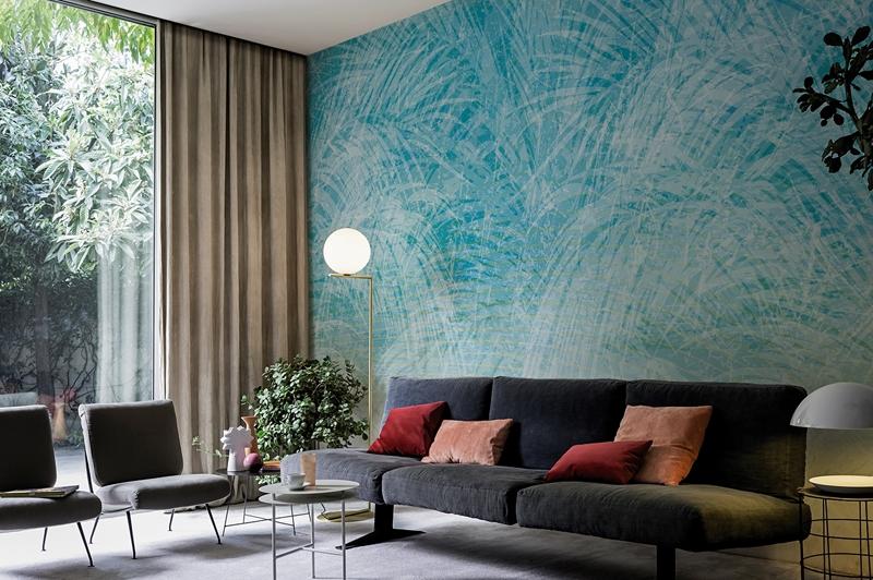 Um painel azul na sala