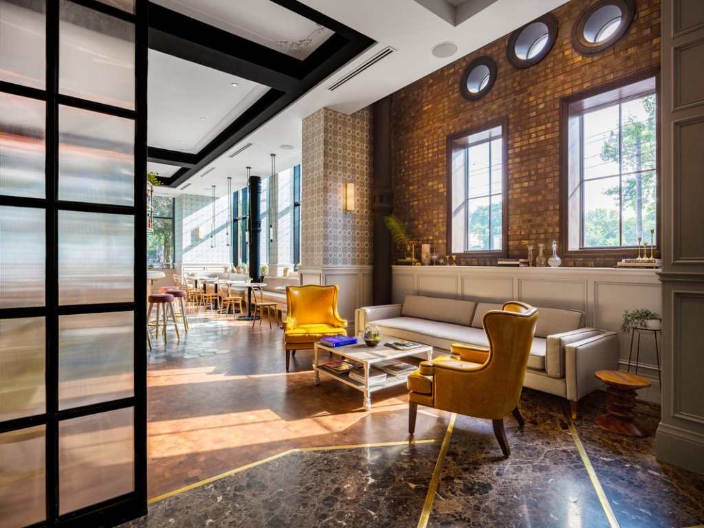 Construído em 1891, o prédio foi recentemente reformado e hoje conta com 58 quartos, dois restaurantes, bar, café e espaços para eventos