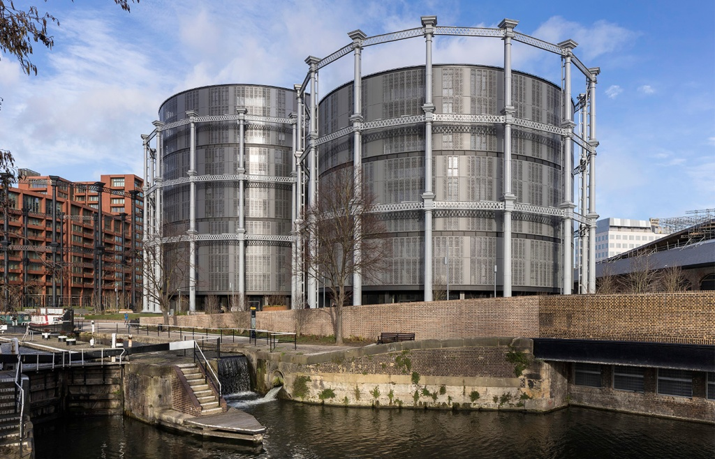 Construídas na segunda metade do século XIX, as estruturas ficam à beira do Regent's Canal e abrigam 145 unidadesWilkinsonEyre