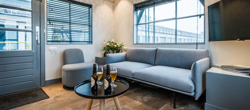 Com três andares e dois quartos, o Yays – Crane Apartment funciona como um quarto de hotel
