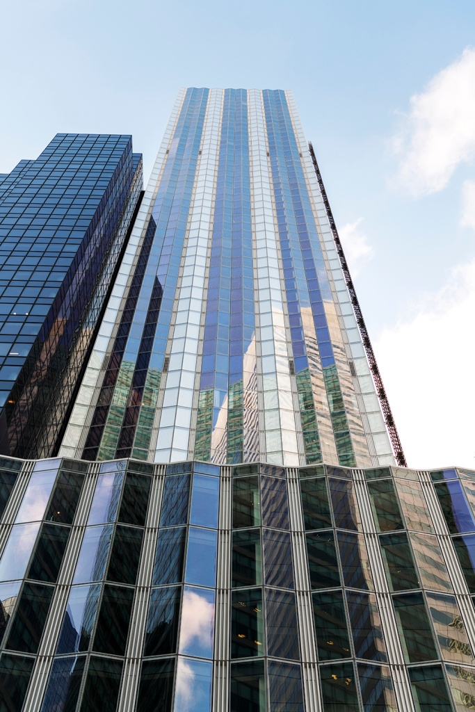 Os 15 apartamentos ocupam cinco dos 63 andares do One Hundred East Fifty Third Street