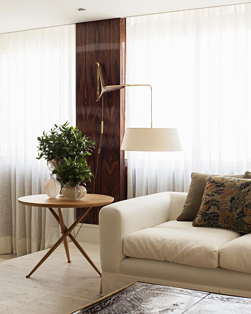 Sofá e luminária