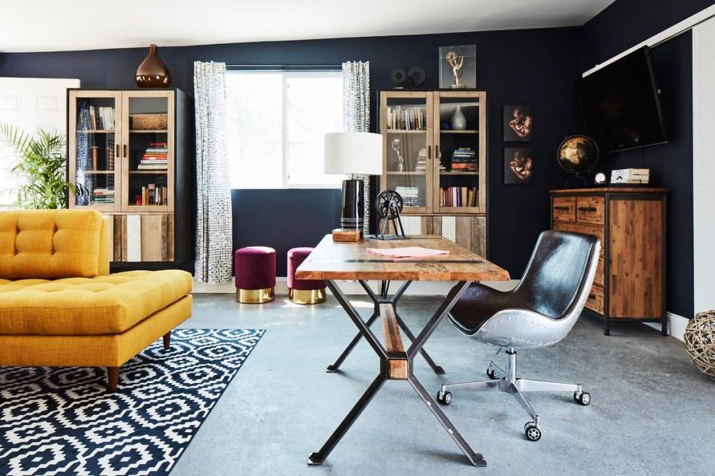 Garagem é transformada em home office aconchegante