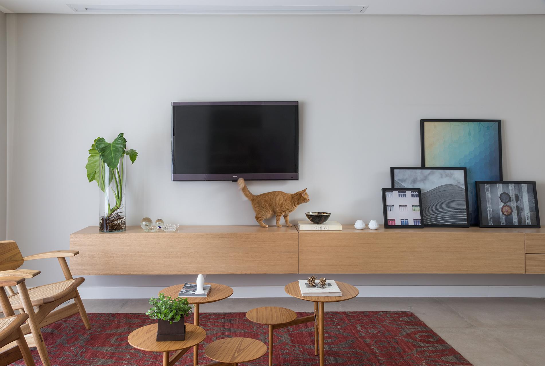 Bufê minimalista em sala de estar