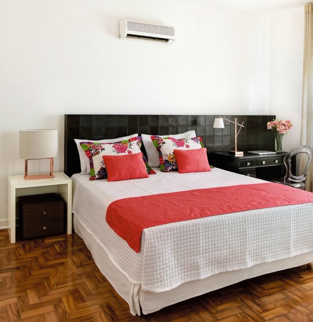 Casa espaçosa mescla peças contemporâneas e móveis herdados