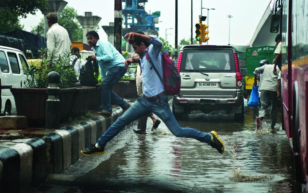 INDIA-WEATHER-TRAFFIC, de Prakash Singh