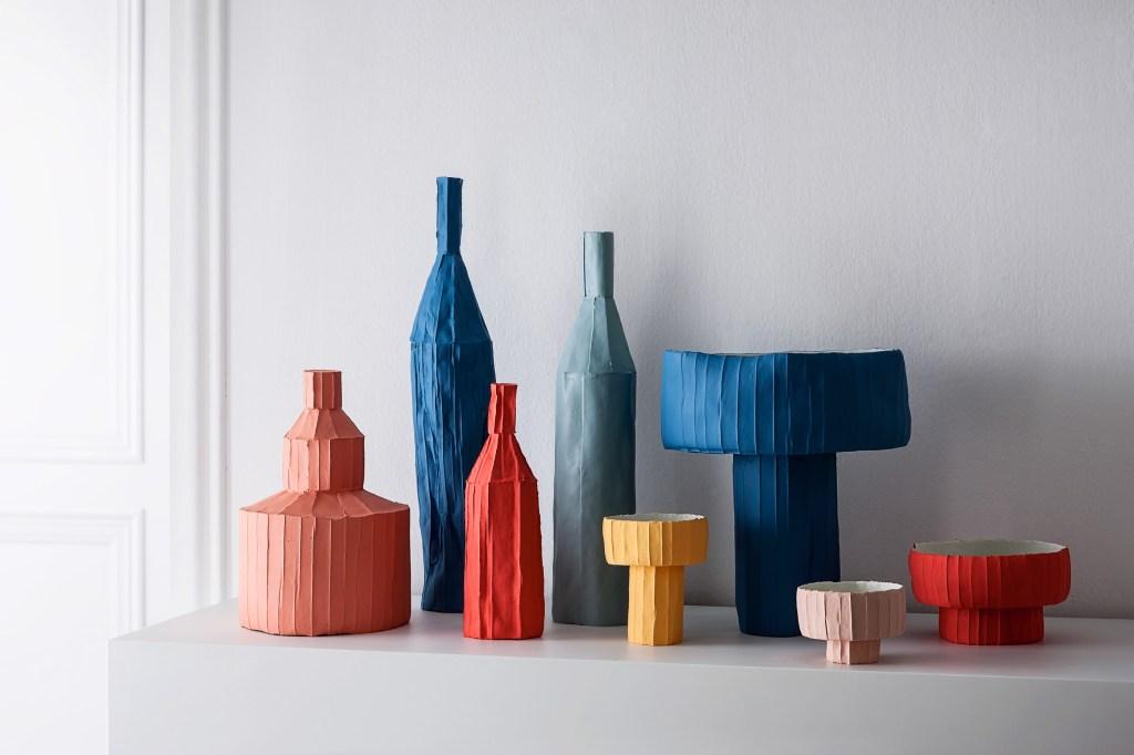 Peças de coleção Cartocci, feita com papel e argila por Paola Paronetto.