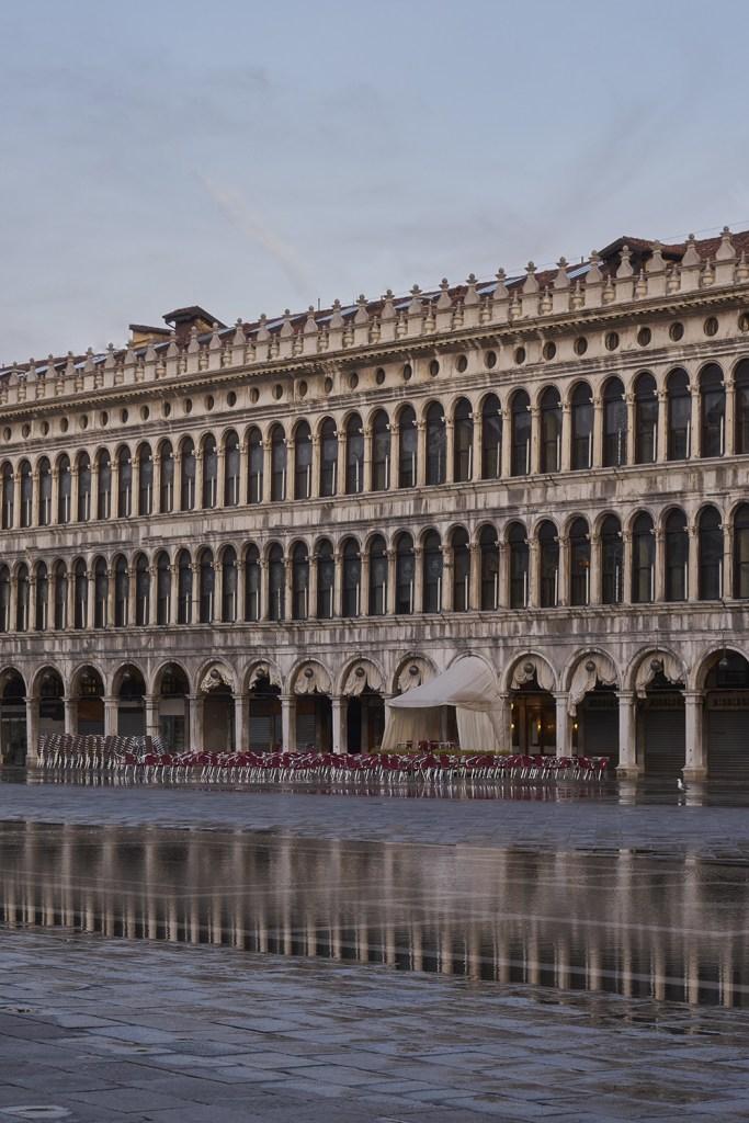 Construído na Praça de São Marcos, o Quadri passou por uma restauração completa que criou uma atmosfera romântica e surrealista