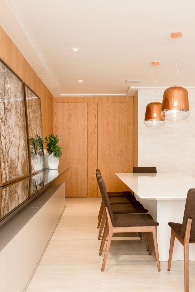 Sala de jantar com marcenaria planejada
