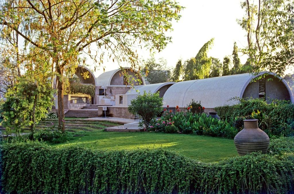 O arquiteto indiano é o 40º vencedor do prêmio, que já reconheceu profissionais como Oscar Neimeyer, Zaha Hadid e Paulo Mendes da Rocha