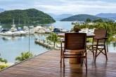 A cidade ganhou um hotel de luxo, o Hotel Fasano Angra dos Reis, entre o mar e as montanhas, imerso na natureza do Pico do Frade