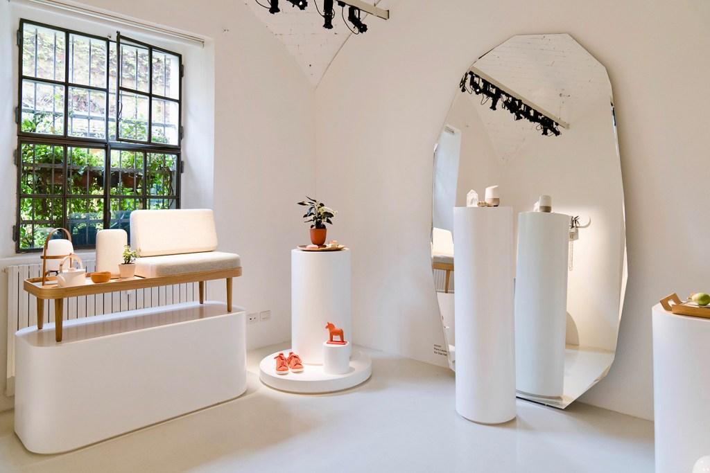 A trend hunter holandesa está por trás de Softwear, que aconteceu na galeria Rossana Orlandi durante a MDW