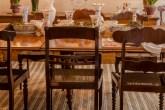 Mesa de jantar e cadeiras garimpadas