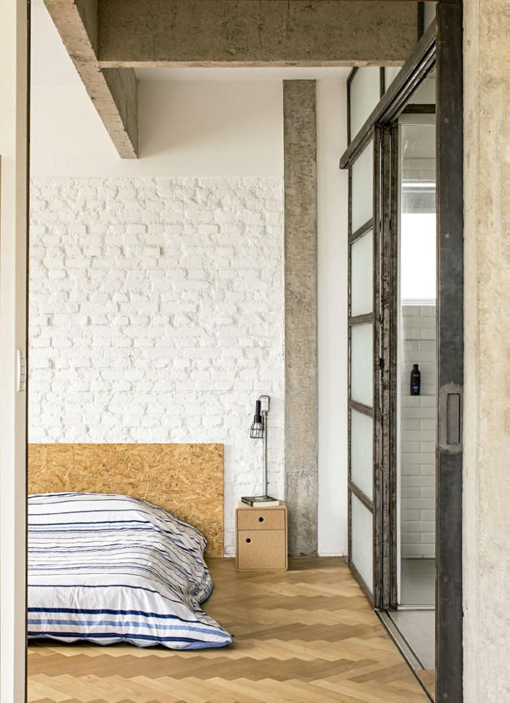 Sua cama minimalista é, na verdade, um sofá-cama com estrutura de futon.