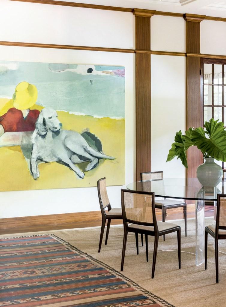 Nesta casa, no interior de São Paulo, as obras de arte estão sempre mudando de lugar – não sem antes deixar sua marca por onde passam