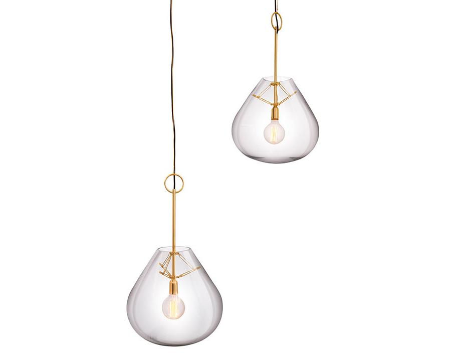 Além da coleção 2018, o designer Jader Almeida lança a sua marca de luminárias e se prepara para mostrar os best-sellers da Sollos em Milão. Veja o que ele nos contou