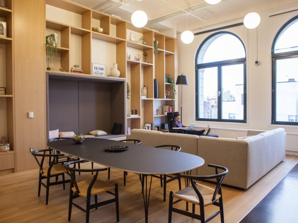 Repleto de espaços modernos, coloridos e descolados, o novo endereço é excelente para fazer contatos e ainda saborear um gelato