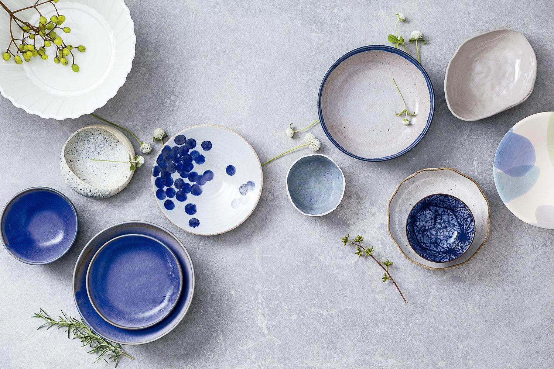 bowls azuis e brancos