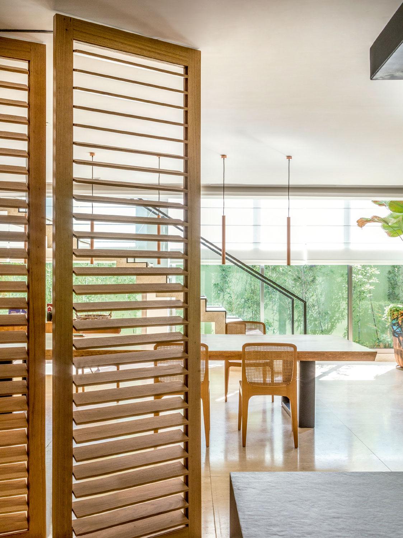 Os espaços são abertos, transparentes e funcionam como uma grande varanda
