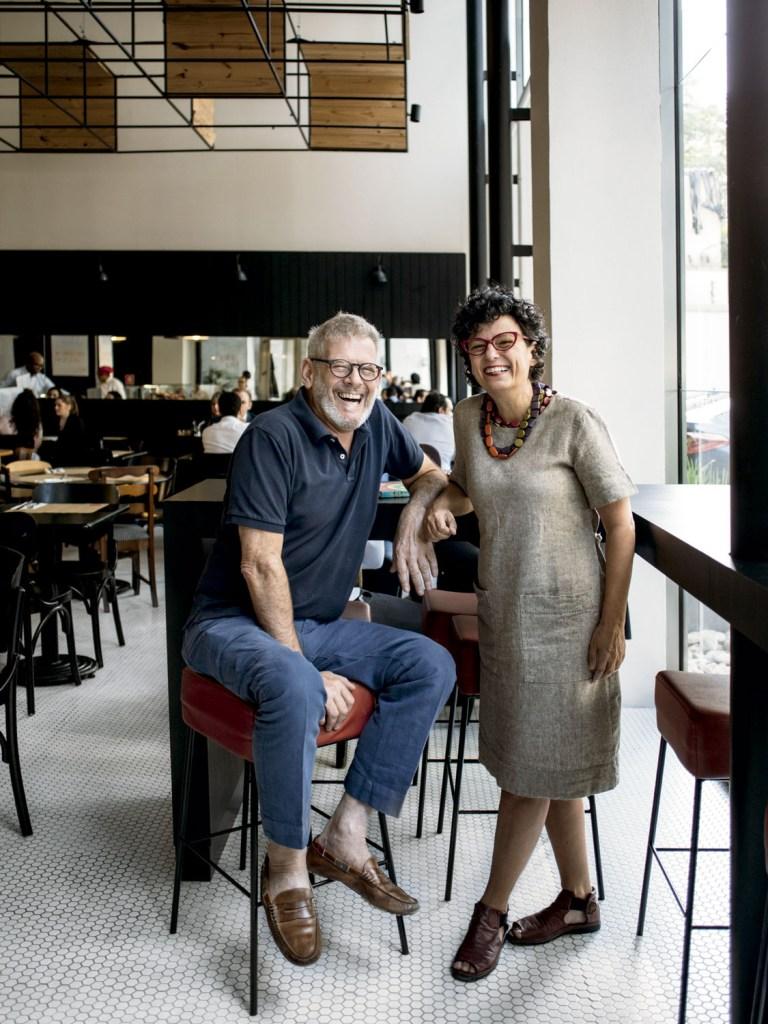 Em São Paulo, os profissionais se uniram para surpreender os clientes com receitas autorais em louças cheias de personalidade